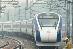 Самый быстрый поезд Индии столкнулся со стадом коров