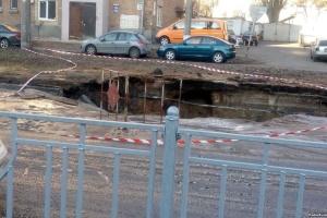 У Києві провалилася дорога: чотири тролейбуси змінили рух