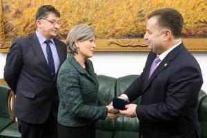 Полторак обсудил с сенатором США совместное противодействие гибридной агрессии РФ