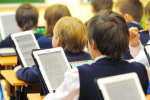 МОН хочет закупить е-учебники для 1, 5 и 10 классов