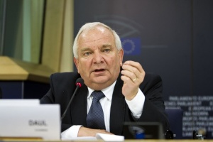 """Будапешту следует перестать делать из Брюсселя """"врага-призрака"""" – глава ЕНП"""