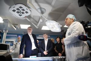 Кличко проверил, как отремонтировали два отделения больницы № 1