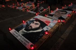 Герои не умирают: в Днипре устроили патриотический флешмоб