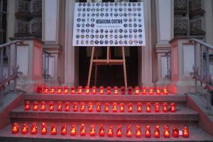 В Риге почтили Героев Небесной Сотни и пикетировали посольство РФ