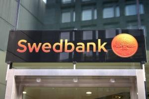 """Swedbank заподозрили в причастности к отмыванию $4,3 миллиарда """"грязных денег"""""""