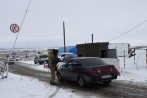 У пунктах пропуску на Донбасі у чергах стоять 355 авто