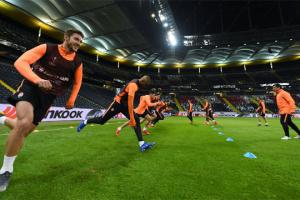 "Футболисты ""Шахтера"" опробовали газон стадиона во Франкфурте"