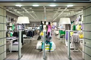 Сеть Monton закрывает магазины в Украине