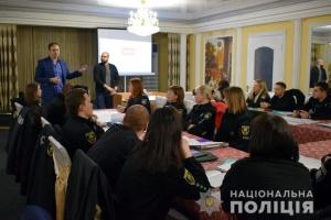 На Донеччині ОПОРА навчала поліцейських, як діяти на виборах