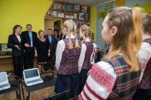 У Чернігові Марина Порошенко привітала дітей-переможців змагань з української мови
