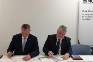 La policía de Ucrania firma una declaración de cooperación con colegas británicos