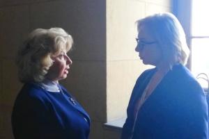 """Денісова """"зловила"""" у Греції Москалькову - говорили про моряків у коридорі парламенту"""
