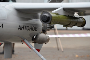 Українські військові дрони: від склянки з гранатою до ударного хайтеку