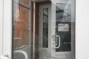 """В Виннице разбили двери в офисе БПП """"Солидарность"""""""