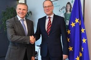 Бубка в Брюсселе обсудил с Еврокомиссаром возможности интеграции НОК в программы ЕС