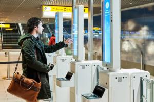 Амстердамский аэропорт тестирует сканер лиц для посадки в самолет