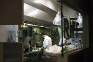 В Испании - массовое отравление в ресторане со звездой Мишлена, одна женщина умерла
