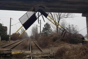 У Румунії на залізницю обвалився міст