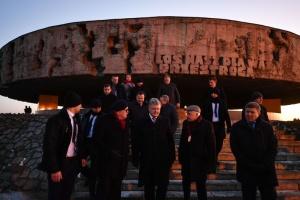 Porochenko a honoré la mémoire des prisonniers des camps de concentration nazis en Pologne