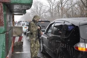 За неделю КПВВ на Донбассе пересекли почти четверть миллиона граждан