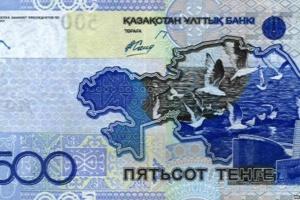 Казахстан прибере написи російською з національної валюти