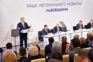 Порошенко пообіцяв обговорити скандальний законопроект Мінсоцполітики