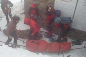 Двох постраждалих туристів з гори Піп Іван вже передали медикам