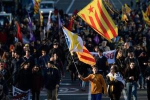 В Каталонии - массовые протесты в ответ на приговор лидерам сепаратистов