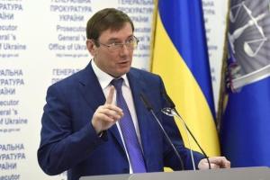 """За должность генпрокурора """"прогибать спину"""" не буду - Луценко"""