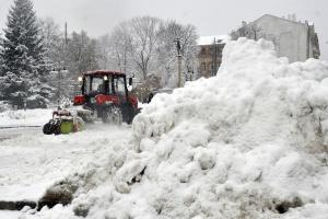 Из-за снега на дороги госзначения «вывели» 586 спецмашин