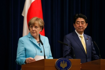 Merkel, Abe discuss relations with Russia