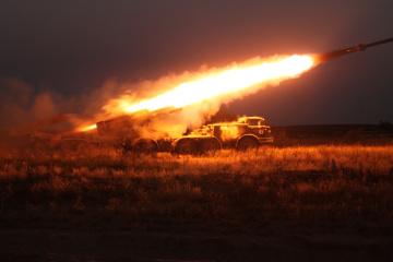 Okupanci 12 razy ostrzelali pozycje Sił Zbrojnych Ukrainy, trzech żołnierzy jest rannych