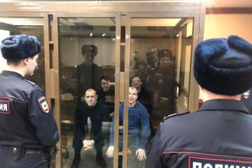 El Tribunal de Moscú ha dejado a otros 8 marineros ucranianos bajo custodia