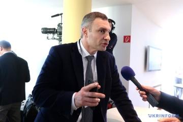 Alcaldes de Kyiv y Budapest distcuten la cooperación bilateral