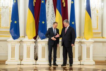 Tusk a Poroshenko: Su reputación es muy alta no solo en Bruselas