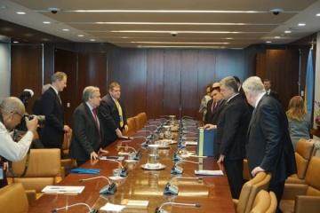 Poroshenko gives Guterres letter calling for release of Kremlin's hostages