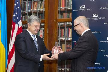 Poroshenko recibe el Premio al Estadista internacional en Filadelfia (Fotos)