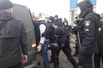 Dans la région d'Odessa la police a arrêté un bus avec des hommes armés