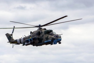 Helicopter pilots train to destroy ground targets in Donbas