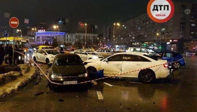 Kyjiw: Audi rammte wartende Fahrzeuge, ein Autofahrerin tot – Fotos, Video