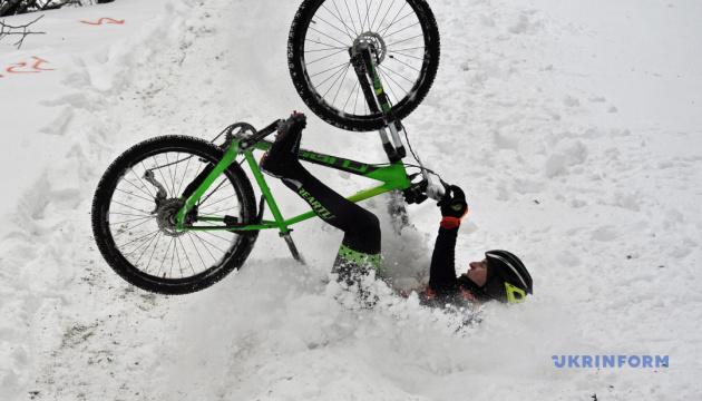 Марш с факелами, туманный февраль и велогонка на снегу