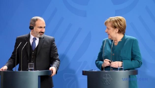 Меркель і Пашинян обговорили карабаський конфлікт