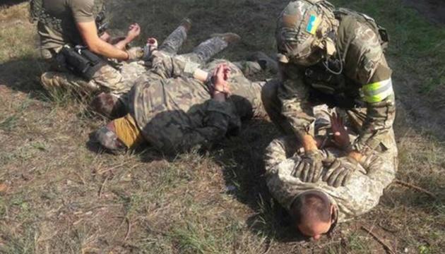 Біля арсеналу ЗСУ затримали підозрілих чоловіків у камуфляжі