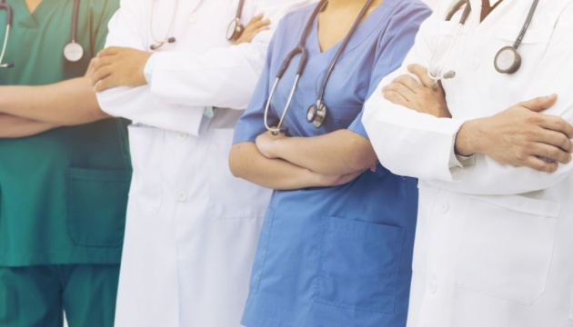 Надбавки отримають усі медики, які борються з COVID-19 - нарада у Президента