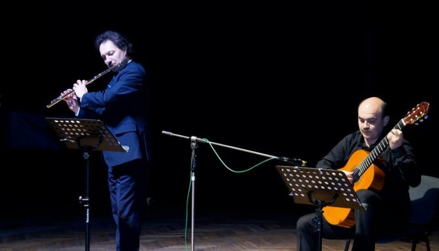 Дует флейти і гітари.Юрій Шутко і Андрій Остапенко