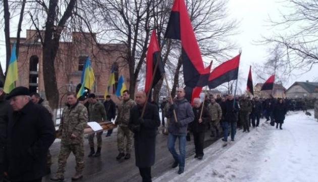 イヴァノ=フランキウシク州で、ウクライナ東部で戦死した兵の葬儀が開催