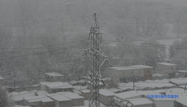 Киев снова замело снегом