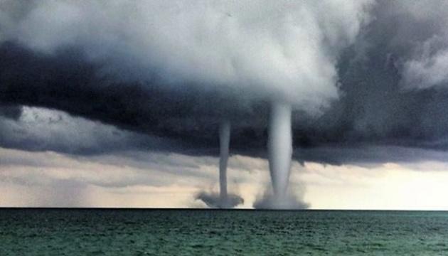 В Анталії попередили про нові шторми та небезпеку смерчів
