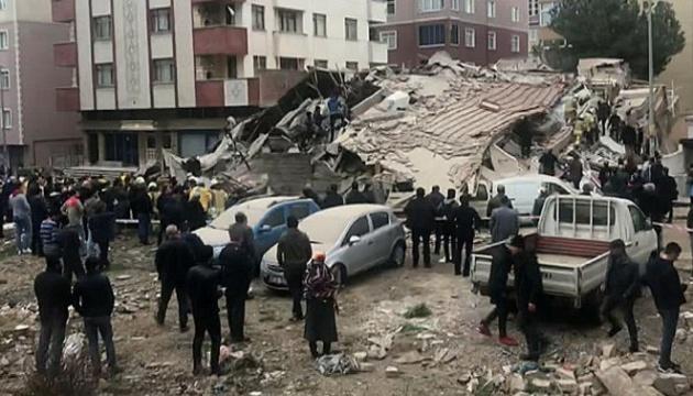У Стамбулі обвалився шестиповерховий будинок
