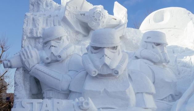 Дарт Вейдер, Міккі Маус і перша ракетка світу. В Японії проходить фестиваль снігових скульптур